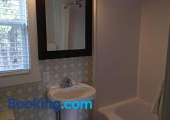 The Lionstone Inn Motel And Cottages - Pictou - Bathroom