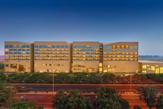 Vivanta New Delhi,dwarka - New Delhi - Building