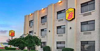 Super 8 by Wyndham Jamaica North Conduit - Queens - Edificio