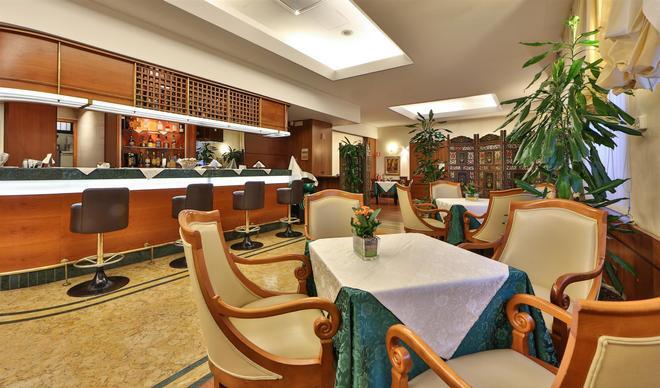 Hotel Mirage, Sure Hotel Collection by Best Western - Milan - Bar