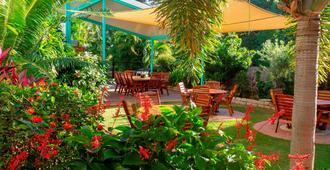 Tropical Palms Inn Resort - Magnetic Island - Patio