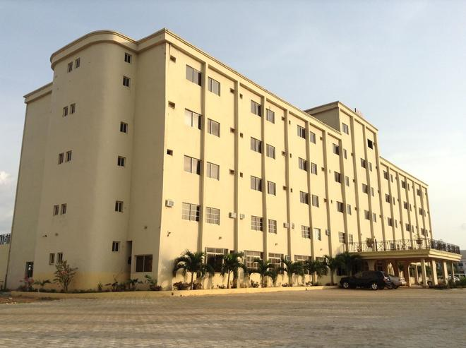Pinnacle Hotels and Suites - Abakaliki - Building