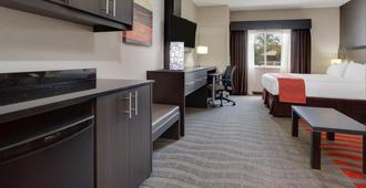 Holiday Inn Express Hotel And Suites Naples Downtown - 5th Avenue - נייפלס
