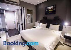 Happy Inn Melawai - South Jakarta - Bedroom
