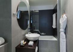 Jade Manotel - Geneva - Bathroom