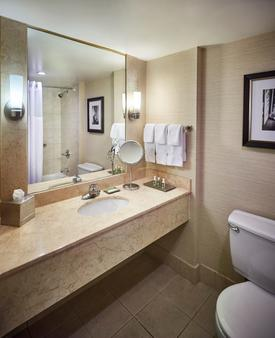Best Western PLUS Waterfront Hotel - Windsor - Bathroom