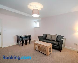 Cannock Hotel Apartments - Cannock - Living room