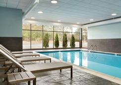 Radisson Inn Akron/Fairlawn - Akron - Pool