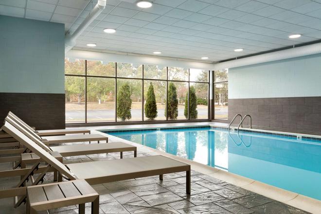 Radisson Inn Akron/Fairlawn - Akron - Pool