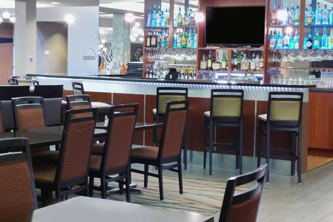Radisson Inn Akron/Fairlawn - Akron - Bar
