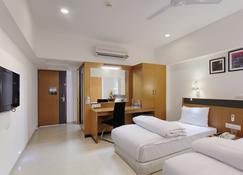 Hi5 Hotel & Experience - Nasik - Makuuhuone