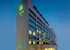 Holiday Inn Mumbai International Airport - Mumbai - Edifício