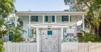 An Island Oasis - Key West - Building