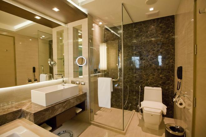 Graceland Bangkok by Grace Hotel - Bangkok - Bathroom