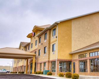 Comfort Suites - Plymouth - Building