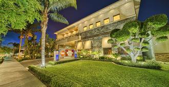 Best Western Plus Anaheim Inn - אנהיים - בניין