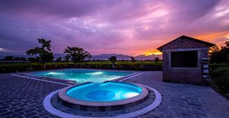 Center Park Resort - Sauraha - Uima-allas