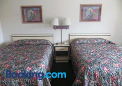 Travelstar Inn & Suites - Colorado Springs - Bedroom