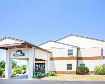 Days Inn by Wyndham Lancaster PA Dutch Country - Ronks - Building