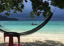 Perhentian Cabana - Pulau Perhentian Besar - Beach