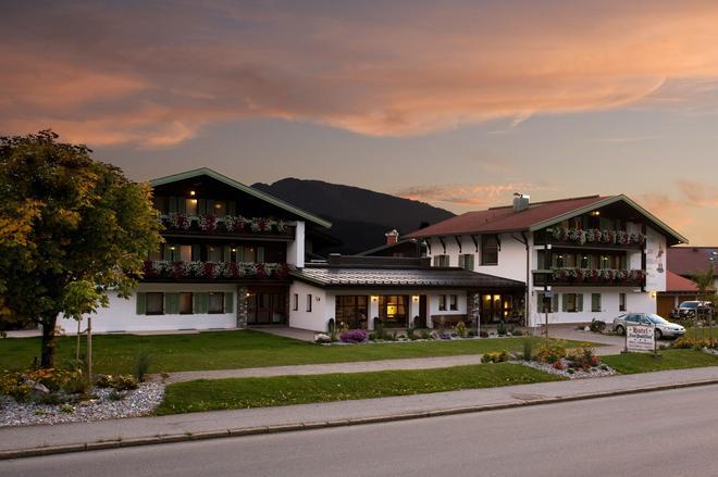Hotel Zum Postillion - Reit im Winkl - Building