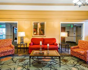 Clarion Hotel and Conference Center Greeley Downtown - Greeley - Living room