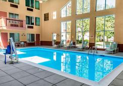 Clarion Hotel And Conference Center - Greeley - Pool