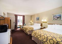 Baymont Inn & Suites Johnson City - Johnson City - Bedroom