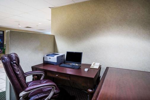 Baymont Inn & Suites Johnson City - Johnson City - Business center