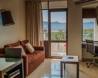 Ramada Suites by Wyndham Wailoaloa Beach Fiji - Nadi - Living room