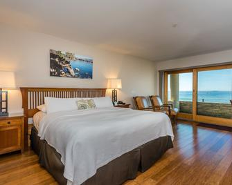 Moonstone Landing - Cambria - Bedroom