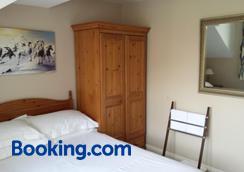 Glenade - Bath - Bedroom