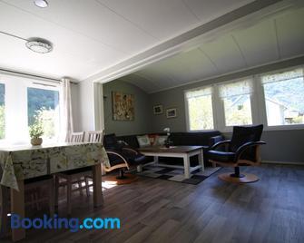 Steinshølen Holiday Home - Flåm - Living room