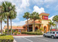 Clarion Inn & Suites Kissimmee-Lake Buena Vista South - Kissimmee - Building
