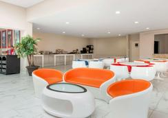 Clarion Inn and Suites - Kissimmee - Lobby