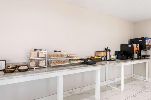 Clarion Inn and Suites - Kissimmee - Buffet