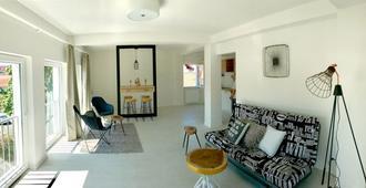 City Center Boutique Apartments - Braşov - Living room