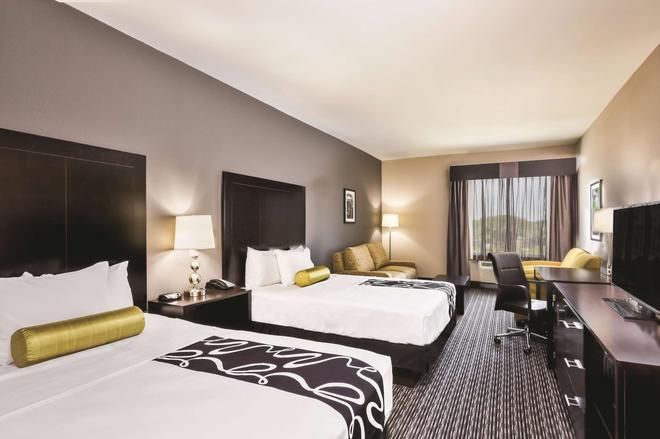 La Quinta Inn & Suites by Wyndham Rockport Fulton - Rockport - Schlafzimmer
