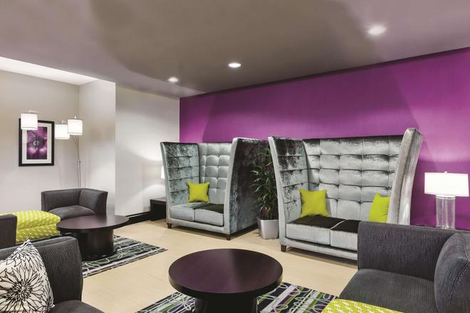 La Quinta Inn & Suites by Wyndham Rockport Fulton - Rockport - Lounge