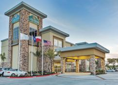 La Quinta Inn & Suites by Wyndham Rockport Fulton - Rockport - Rakennus