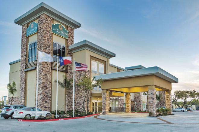 La Quinta Inn & Suites by Wyndham Rockport Fulton - Rockport - Gebäude