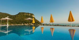 Sky Pool Hotel Sole Garda - גארדה - בריכה