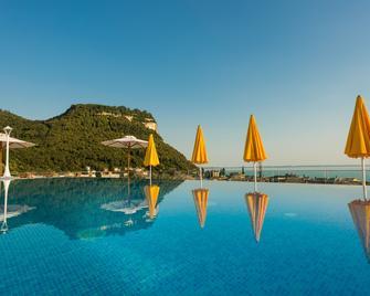 Sky Pool Hotel Sole Garda - Garda - Zwembad