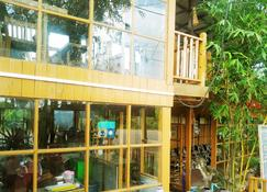Dream House Guest House & Restaurant - Ngwesaung - Building