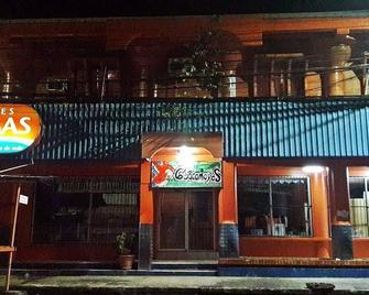Hostal Guacamayos - La Ceiba - Building