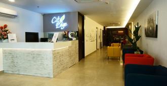 City Edge Hotel - קואלה לומפור - דלפק קבלה