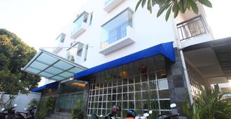 Kuta Airport Insta Hotel - Kuta - Edifício