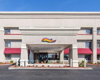 Baymont by Wyndham Detroit/Roseville - Roseville - Building