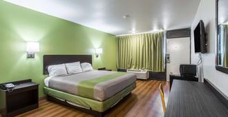 阿肯色曼非斯西 6 號汽車旅館 - 西孟斐斯 - 西孟菲斯 - 臥室