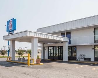 Motel 6 West Memphis, AR - West Memphis - Building